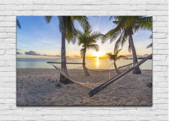 Εξωτική παραλία με αιώρα